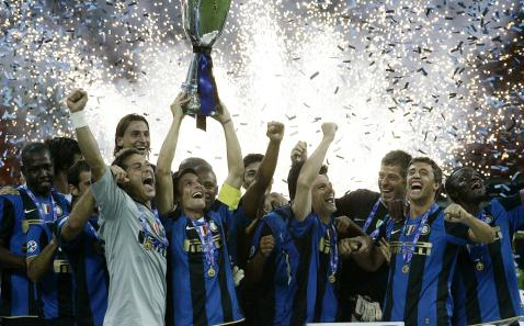 cena comum na época de Mancini, aconteceu pela primeira vez com Mourinho. Que atribuiu o feito a Mancini.