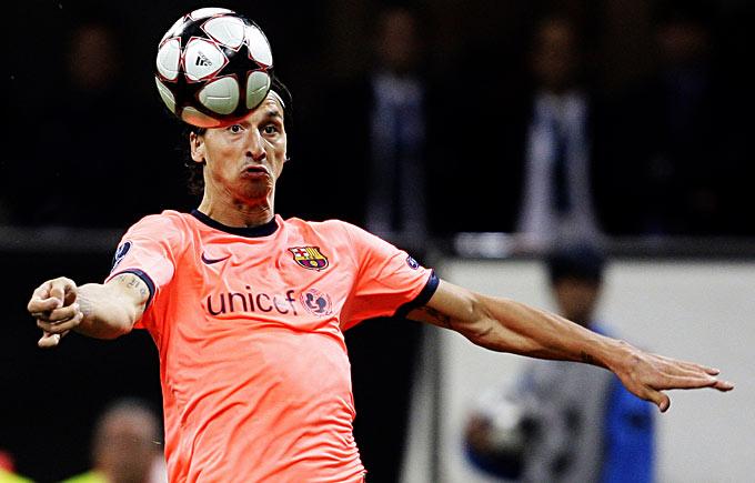 Ibrahimovi, era óbvio, foi vaiado pela torcida da (covarde) Inter