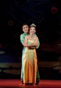 Musical de Richard Rogers e Oscar Hammerstein II que estreia no Teatro Alfa é baseado no romance ANNA E O REI SIÃO