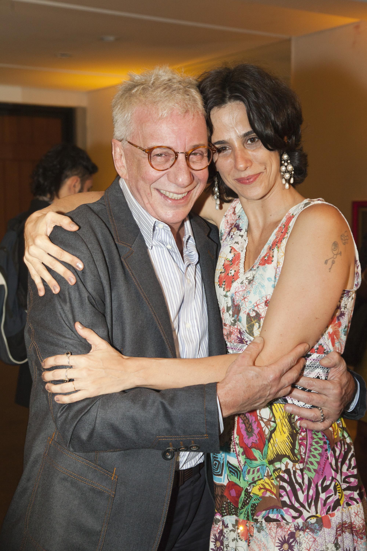 Aplauso brasil aqui teatro dan a e m sica est o sempre for Muralha e sua esposa