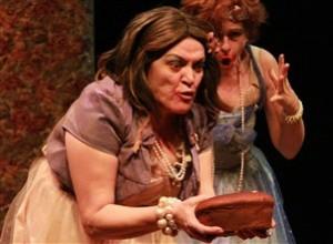 """Angela Barros (frente) e Lilian Blanc em """"O Salão de Baile Elétrico"""""""
