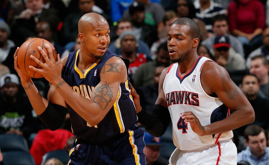 David West e Paul Millsap se encontrarão no garrafão na série entre Pacers e Hawks (Foto: Getty Images)