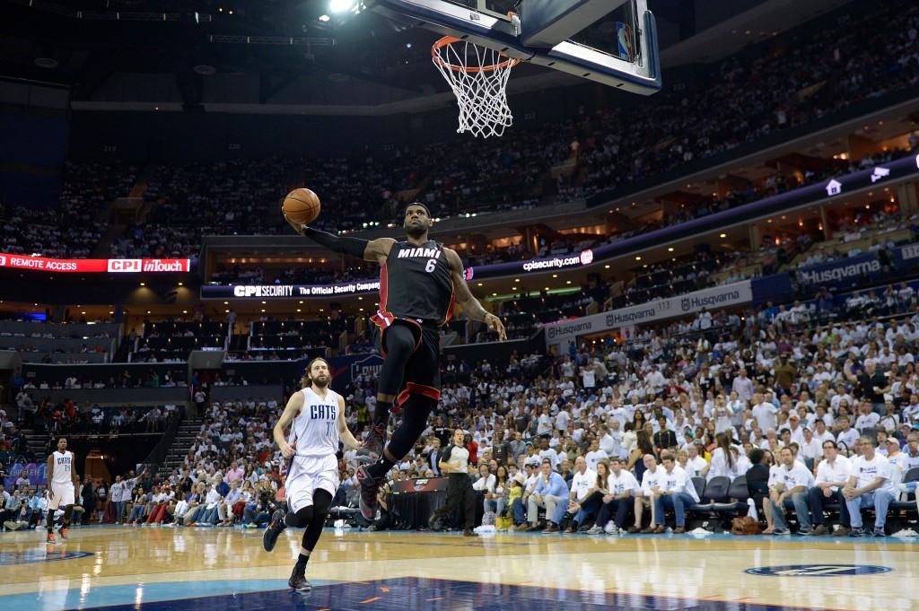 LeBron Jame e a suposta encarada em Michael Jordan (Foto: Getty Images)