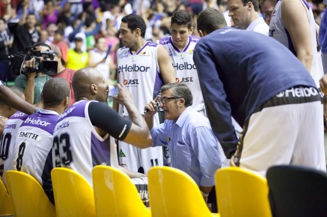 O treinador espanhol Paco Garcia faz ótimo trabalho em Mogi das Cruzes (Foto: Allan Conti/Divulgação)