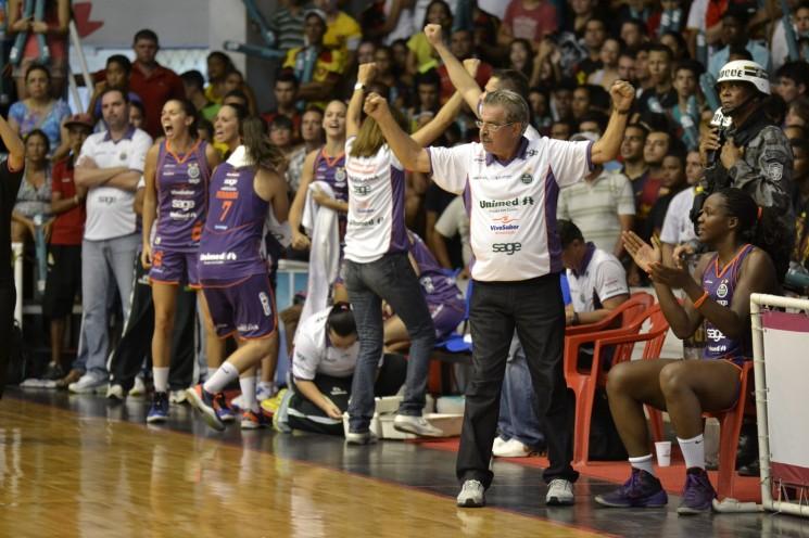 Americana, de Antonio Carlos Vendramini, conquistou o título da LBF (Foto: Robson Neves/Sport Recife/Divulgação)