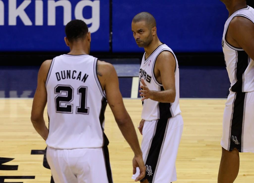 Tony Parker e Tim Duncan: desta vez, a dupla conseguiu levar o Spurs à vitória (Foto: Getty Images)