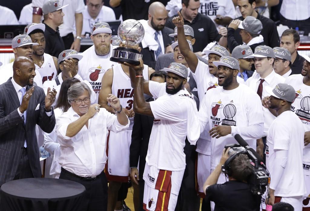 Greg Oden comanda a festa do Miami Heat, campeão do Leste pelo quarto ano seguido (Foto: AP)