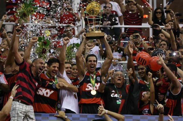 Flamengo comemora título do NBB (Foto: Luiz Pires e Ricardo Ramos/LNB)