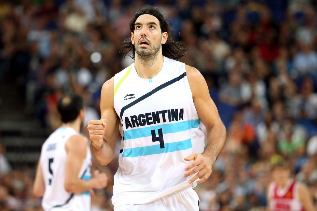 Luis Scola ainda desequilibra com a camisa da Argentina (Foto: Getty Images)