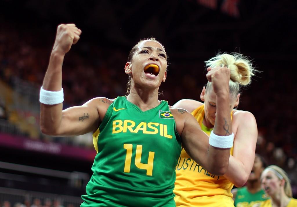 Érika: pivô é referência da equipe brasileira (Foto: Getty Images)