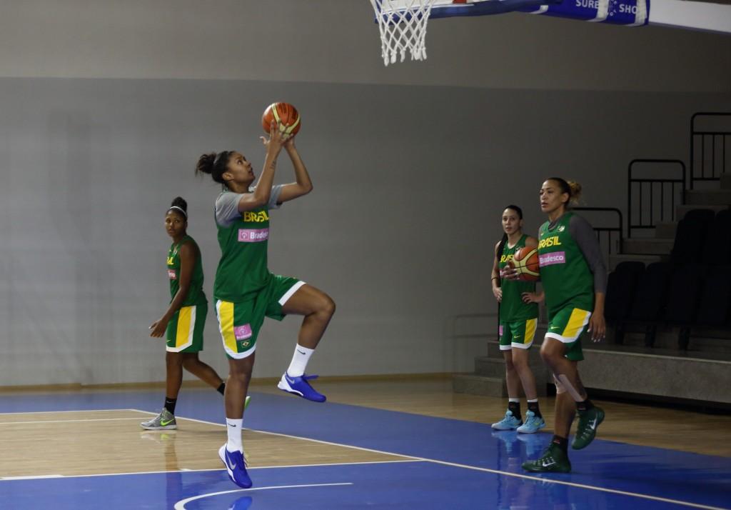 Damiris em ação no treino da seleção brasileira (Foto: Murat Ozturk/CBB/Bradesco)