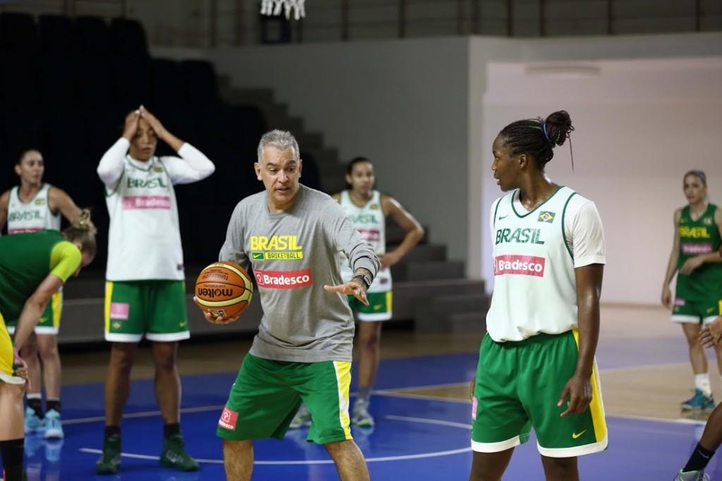 Seleção feminina já treina na Turquia para o Mundial: (Foto: Murat Ozturk/CBB/Bradesco)