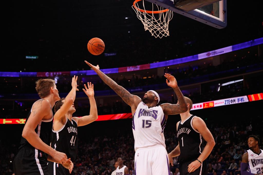 Já dá para DeMarcus Cousins pensar em mais vitórias do que derrotas no Sacramento Kings? (Foto: Getty Images)