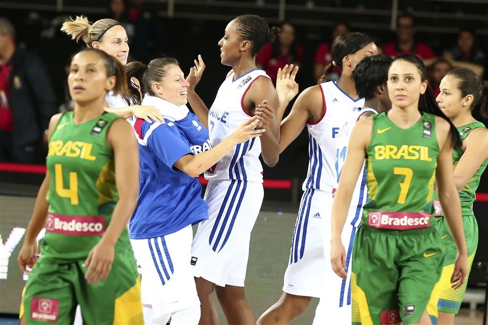 Francesas comemoram classificação às quartas do Mundial (Foto: Fiba/Divulgação)