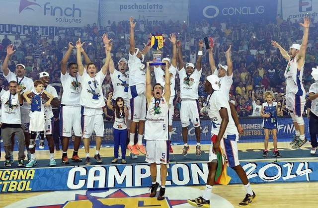 Bauru comemora conquista da Liga Sul-Americana (Foto: Fiba Americas)