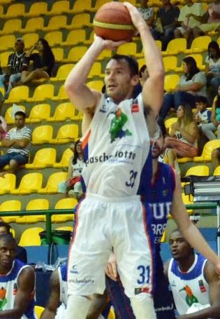Robert Day: mão quente contra Brasília (Foto: Henrique Costa/Bauru Basket)