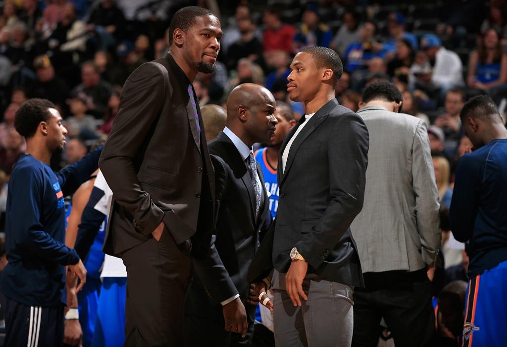 Kevin Durant e Russell Westbrook: ausência dos craques prejudicou campanha do Thunder (Foto: Getty Images)