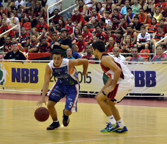 Ricardo Fischer comanda ataque do Bauru (Foto: Henrique Costa/Bauru Basket)