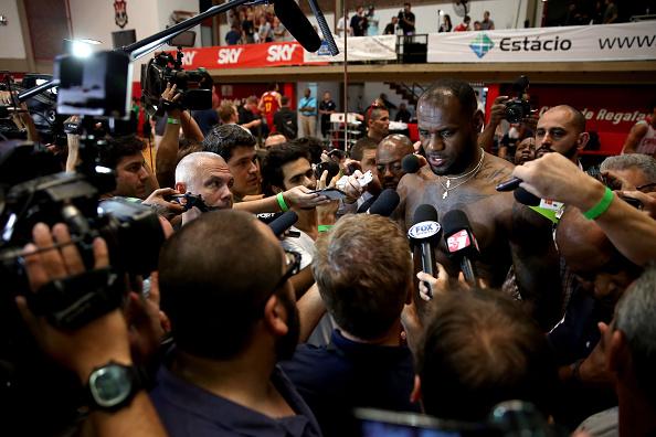 O mar de gente que se formou para ouvir LeBron James no Rio de Janeiro (Foto: Getty Images)
