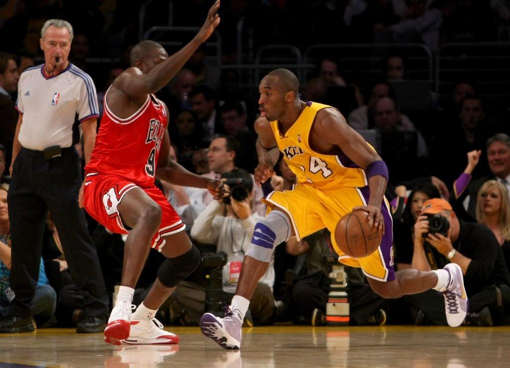 Deng x Kobe: duelo que poderia ter acontecido com camisas invertidas (Foto: Getty Images)