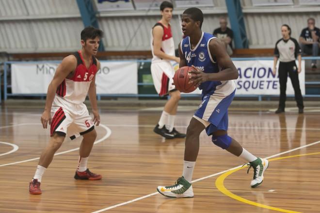 Georginho em ação pelo Pinheiros na LDB (Nelson Toledo/LNB)