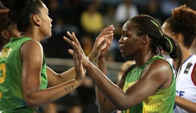Clarissa e Damiris lado a lado na seleção brasileira (Foto: Divulgação/Fiba)