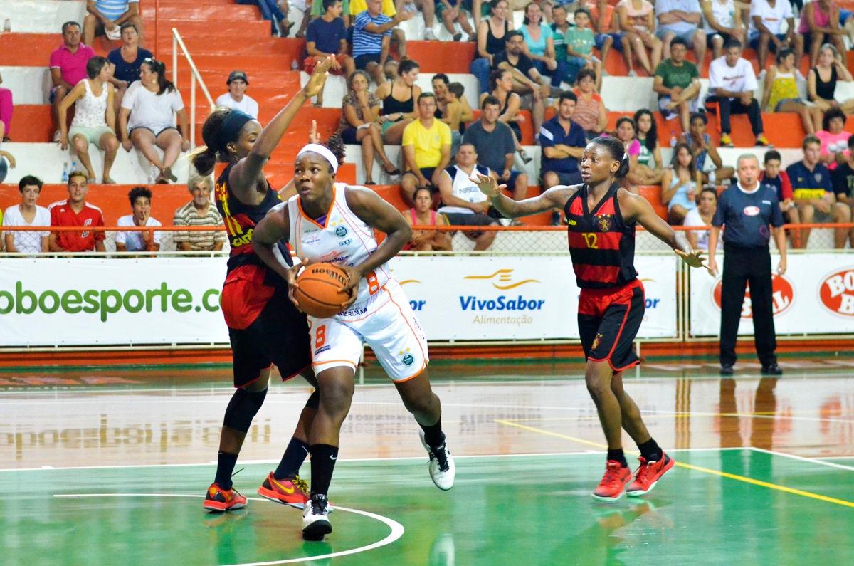 Clarissa, MVP do Jogo das Estrelas da LBF (Foto: William Lucas/Inovafoto/Bradesco