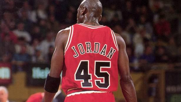 Michael Jordan voltou ao basquete com o número 45 nas costas