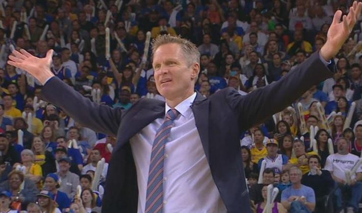 Steve Kerr deve reagir assim quando alguém diz que o Warriors não defende