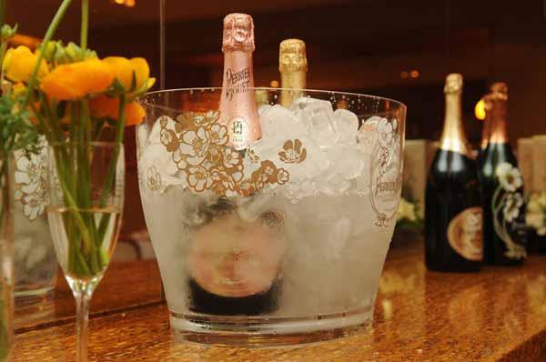 Perrier Jouët no balde de gelo aguardando os convidados