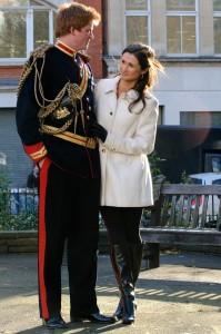 Os sósias posando de casal no Soho, Londres