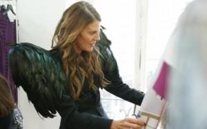 """Look """"ave de rapina"""" em um showroom em Paris, no ano passado"""