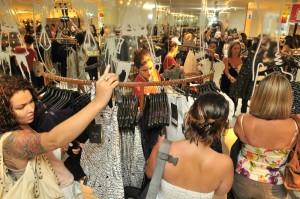 Peças tiveram de ser repostas minutos após a abertura da loja. Foto: João Sal