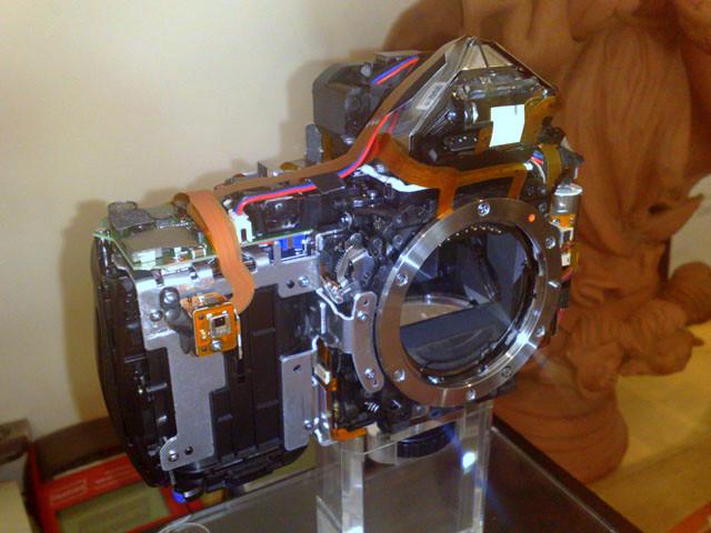 """O """"miolo"""" de uma Alpha 900 fora do chassis de magnésio"""