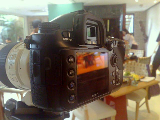 Como na maioria das D-SLR, a tela não pode ser usada para enquadrar as imagens
