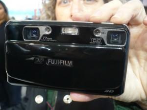 A câmera tem duas lentes, e dois sensores de imagem de 10 MP