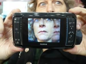 """O """"efeito fantasma"""" na tela é resultado da superposição das duas imagens"""
