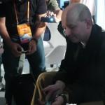 Executivo foi assediado ao final da palestra, mas por causa do aparelho que carregava no bolso