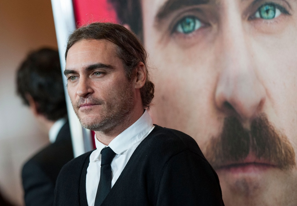 "Joaquin Phoenix em evento promocional do filme ""Ela""   (Foto: Getty images)"