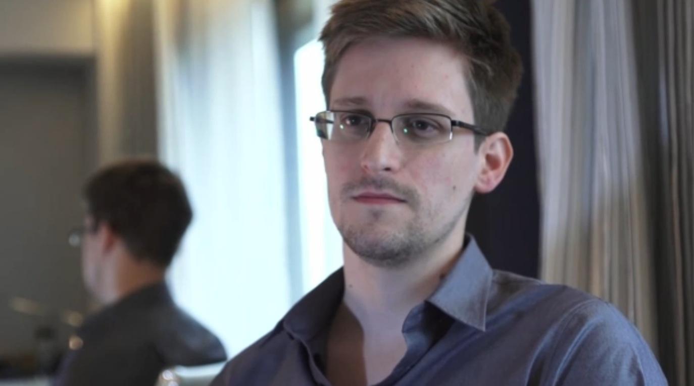 O ex-analista da NSA, Edward Snowden será tema do novo filme de Oliver Stone (Foto: AP/Guardian)