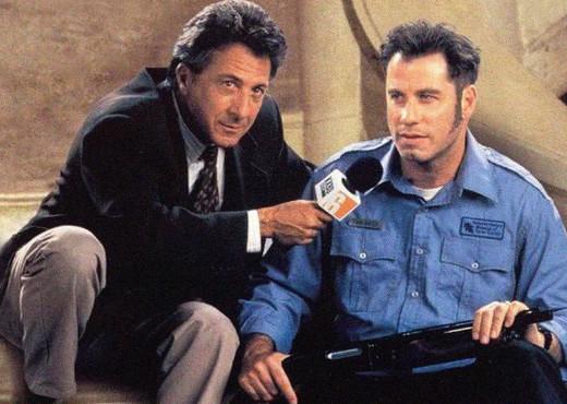 """Em """"O quarto poder"""", Dustin Hoffman vive experiente jornalista que manipula um homem desesperado para conseguir o furo de sua carreira"""