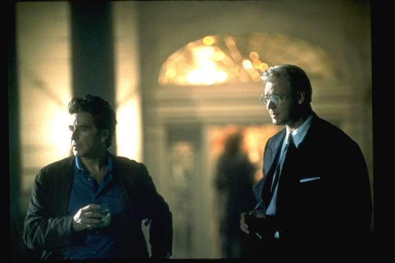 """Em """"O informante"""", Al Pacino vive um jornalista que tenta convencer uma potencial fonte, mas se vê imerso em um jogo escuso de interesses econômicos"""