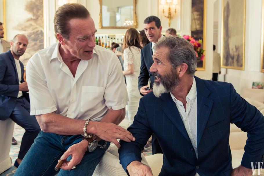 Schwarzenegger impressionado com a barba de Mel Gibson...
