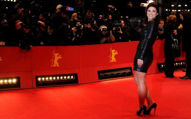 A bela Gina Carano é a protagonista de outra versão alternativa do filme com mercenárias que Stallone quer fazer