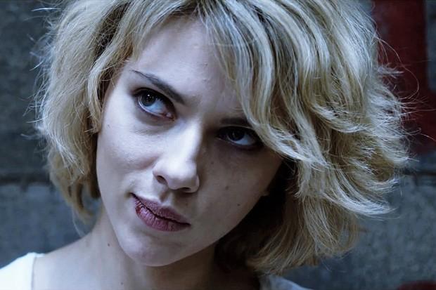 Scarlett Johansson é Lucy: pense duas vezes antes de mexer com ela... (Foto: divulgação)