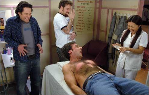"""Carell em uma das cenas mais clássicas de sua carreira em """"O virgem de 40 anos"""" (2005)"""