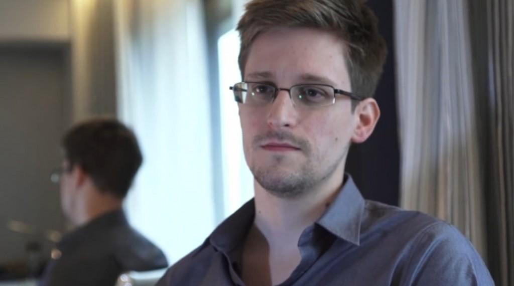 Edward Snowden em reprodução de foto do The Guardian