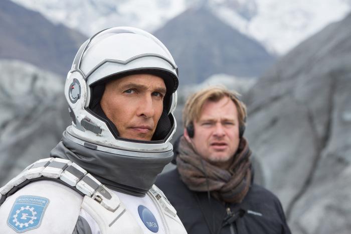 Nolan e seu astro, Matthew  McConaughey, contemplam o horizonte: há muitos erros ao alcance dos olhos  (Foto: divulgação)