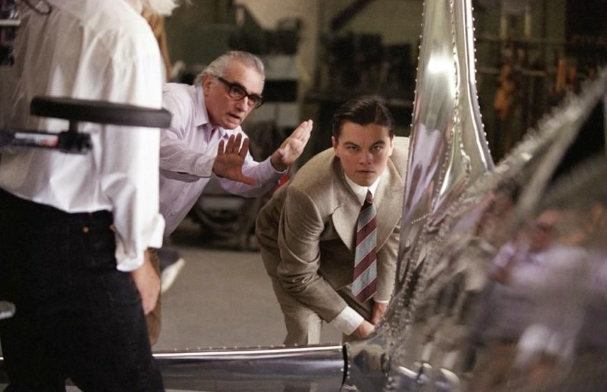 """Com o amigo e parceiro Leonardo DiCaprio no set de """"O aviador"""""""