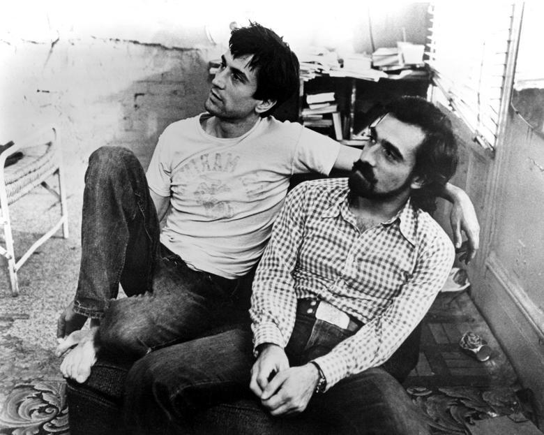 Na foto dos anos 70 surge ao lado do amigo Robert De Niro, com quem ensaia uma colaboração em um novo filme de máfia